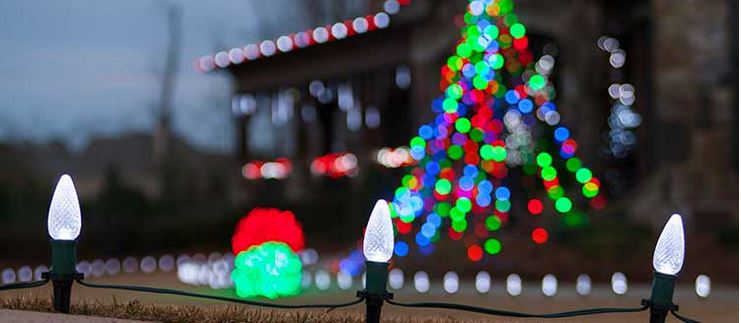 Christmas Decorations Ideas For Fences Walkways Trees